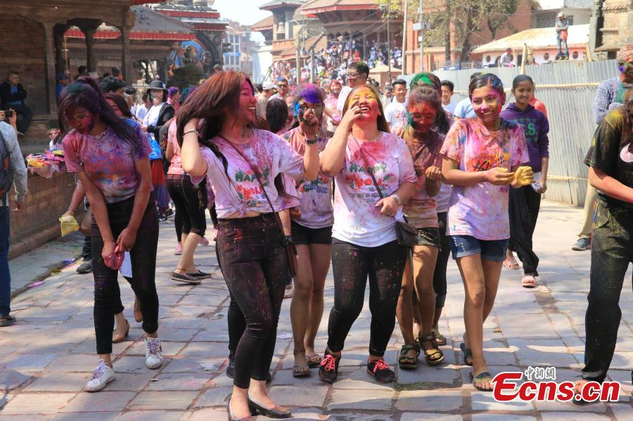 People celebrate Holi, the Festival of Colours, in Kathmandu, Nepal, March 20, 2019. Revellers, young and old, alike, celebrated the festival by smearing colourful powders and throwing colours and water to each other. (Photo: China News Service/Zhang Chenyi)