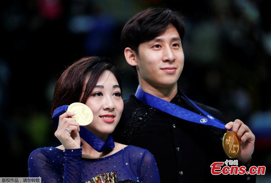 First placed China\'s Sui Wenjing (L) and Han Cong during a victory ceremony for the Pairs Free Skating at the 2019 ISU Figure Skating World Championships in Saitama, Japan March 21, 2019.  (Photo/Agencies)