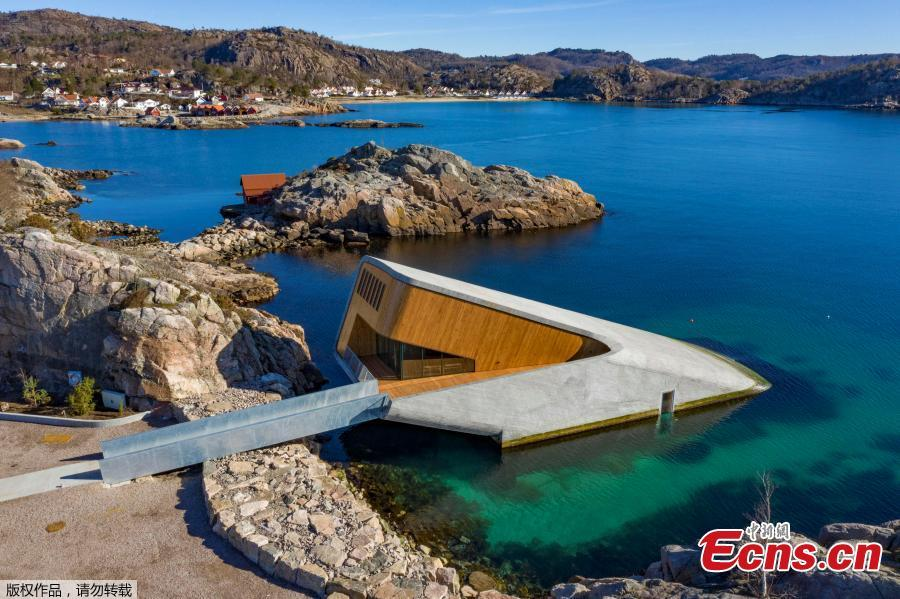 The entrance is at shore level, and the area where the restaurant is submerged is often battered by severe weather - which makes for a more spectacular underwater view, according to the architects. Under, Europe\'s first underwater restaurant opens on March 19, 2019 in Norway, overlooking the Skagerrak strait. (Photo/Agencies)