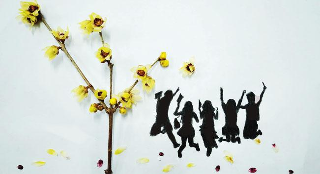 A spray of flowers could be a tall tree in the creative painting created by students from Lanzhou Jiaotong University in Northwest China\'s Gansu Province, March 2019.  (Photo provided to chinadaily.com.cn)