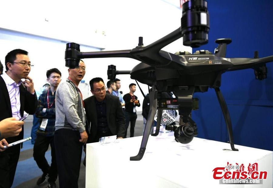 People look at a drone during the Huawei China Eco-Partner Conference 2019 at the Fuzhou Strait International Conference & Exhibition Center in Fuzhou, Fujian Province, March 21, 2019. (Photo: China News Service/Wang Dongming)