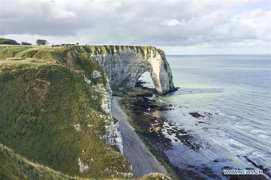 <?php echo strip_tags(addslashes(Photo taken on Sep. 15, 2018 shows the cliffs of Etretat, France. (Xinhua/Chen Yichen))) ?>