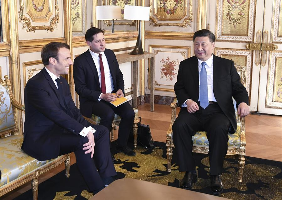 Chinese President Xi Jinping (R) holds talks with his French counterpart Emmanuel Macron (L) at the Elysee Palace in Paris, France, March 25, 2019. (Xinhua/Xie Huanchi)