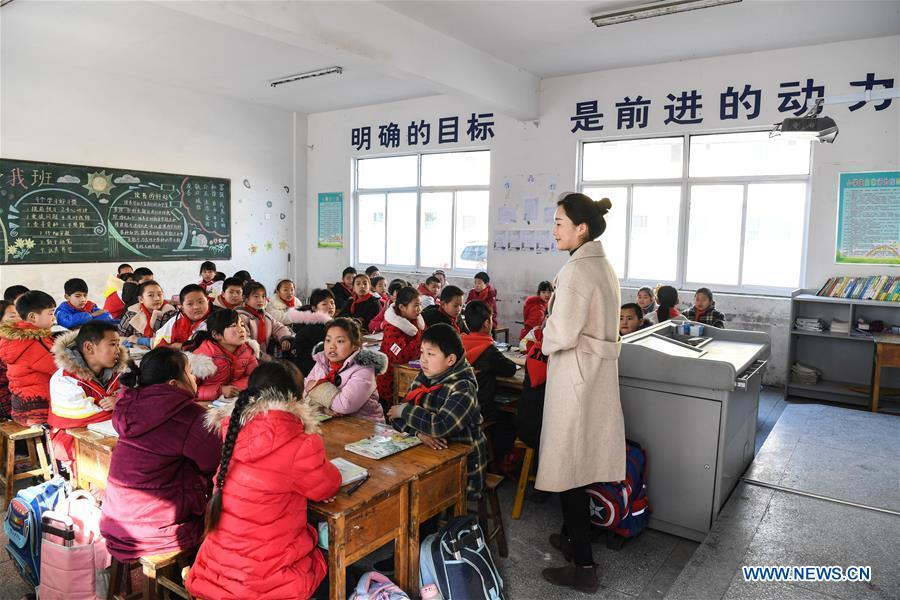 Pupils attend a class at Hai\'anji Central Primary School in Xiangshui County, Yancheng, east China\'s Jiangsu Province, March 25, 2019. All 10 schools temporarily closed after a chemical plant blast in east China\'s Jiangsu Province have been repaired and reopened on Monday. Doors and windows in the 10 primary and middle schools were shattered by the powerful explosion on Thursday, with over 100 students suffering minor injuries caused by broken glass, the local education authorities said. Students were immediately taken to safety, and the injured were treated at nearby hospitals, said Gong Yansen, deputy head of the education bureau of Xiangshui County, where the plant is located. (Xinhua/Li Bo)