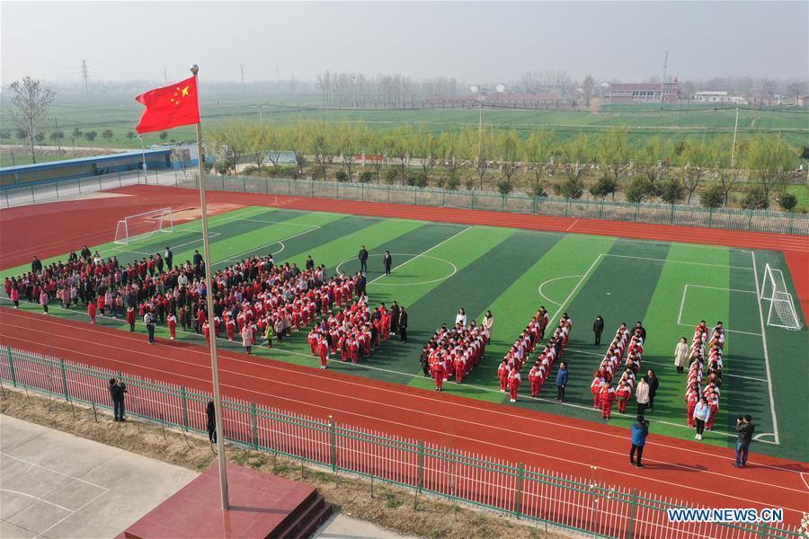 A flag-raising ceremony is held at Hai\'anji Central Primary School in Xiangshui County, Yancheng, east China\'s Jiangsu Province, March 25, 2019. All 10 schools temporarily closed after a chemical plant blast in east China\'s Jiangsu Province have been repaired and reopened on Monday. Doors and windows in the 10 primary and middle schools were shattered by the powerful explosion on Thursday, with over 100 students suffering minor injuries caused by broken glass, the local education authorities said. Students were immediately taken to safety, and the injured were treated at nearby hospitals, said Gong Yansen, deputy head of the education bureau of Xiangshui County, where the plant is located. (Xinhua/Li Bo)