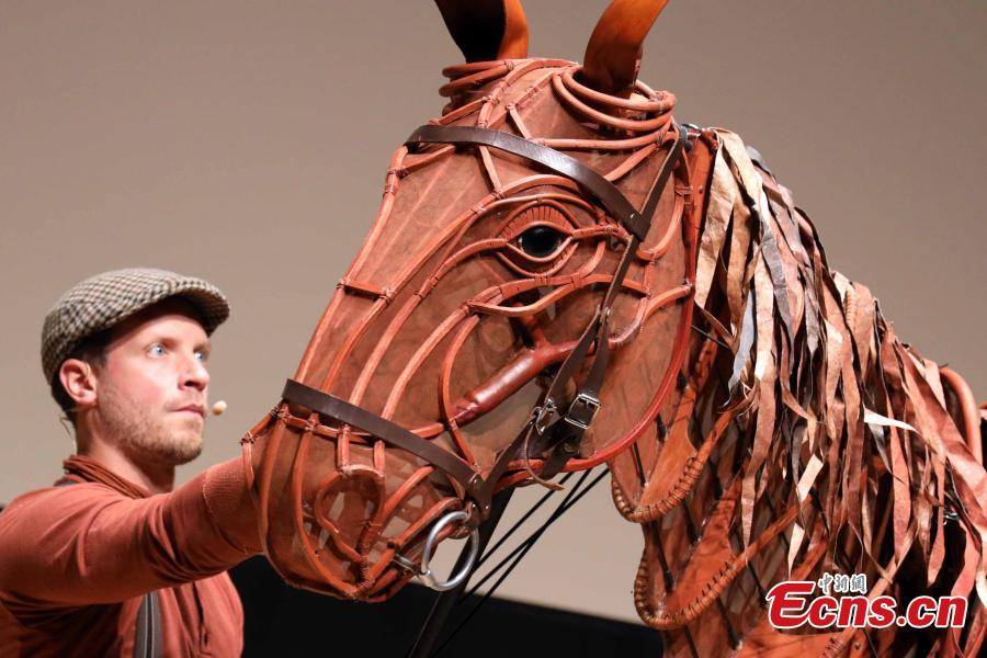 The life-size horse puppet Joey and puppeteer Shaun McKee from the production of the War Horse visit Hong Kong, March 25, 2019. Based on Michael Morpurgo\'s novel, the National Theatre of Great Britain production of War Horse is about a young boy called Albert and his horse. (Photo: China News Service/Hong Shaokui)