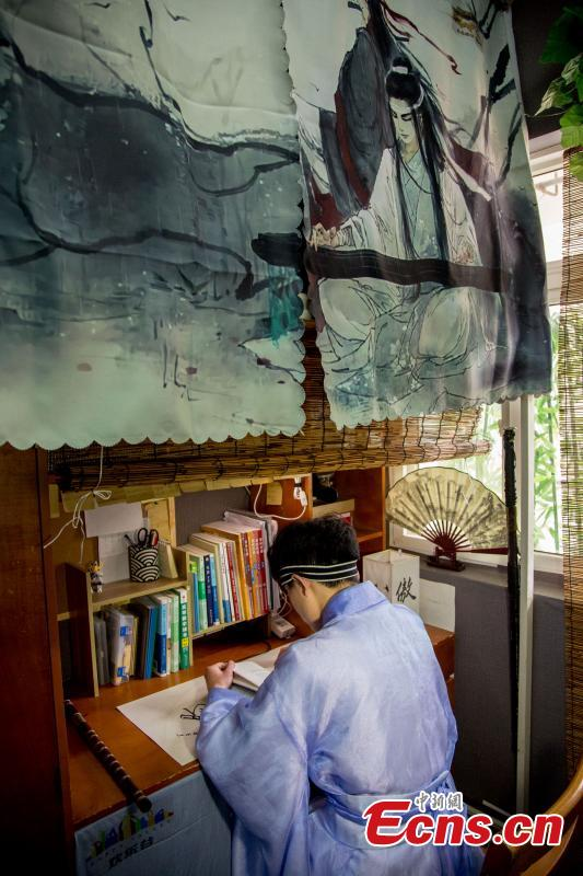 A newly-renovated dormitory room at the Wuhan Textile University Yangguang (Sunny) Campus in Wuhan City, Hubei Province, March 26, 2019. Four students have completely overhauled their dormitory room, decorating it with plastic bamboo trees, traditional window decorations and paintings reflecting Hui-style architecture. The four students are known to don traditional costumes and play Go, imitating the lifestyles of ancient Chinese scholars. (Photo: China News Service/Zhang Chang)