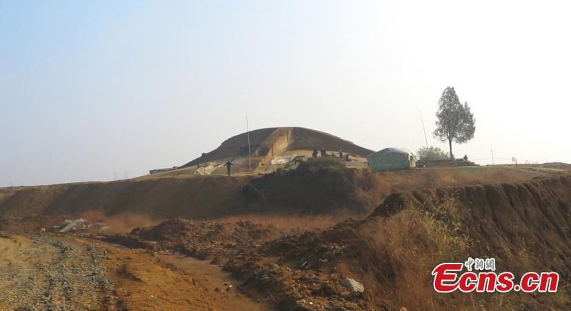 A view of the excavation at a tomb of the Spring and Autumn Period in  Shangxing Town, Liyang City, East China's Jiangsu Province. . The tomb complex, a circular mound, has a diameter of about 40 meters and a height of four meters. Archaeologists have unearthed more than 100 artefacts from the site, including pottery jars and other vessels. The eggshells were found in the No. 11 tomb, along with other utensils. (Photo: China News Service/Shi Jun)