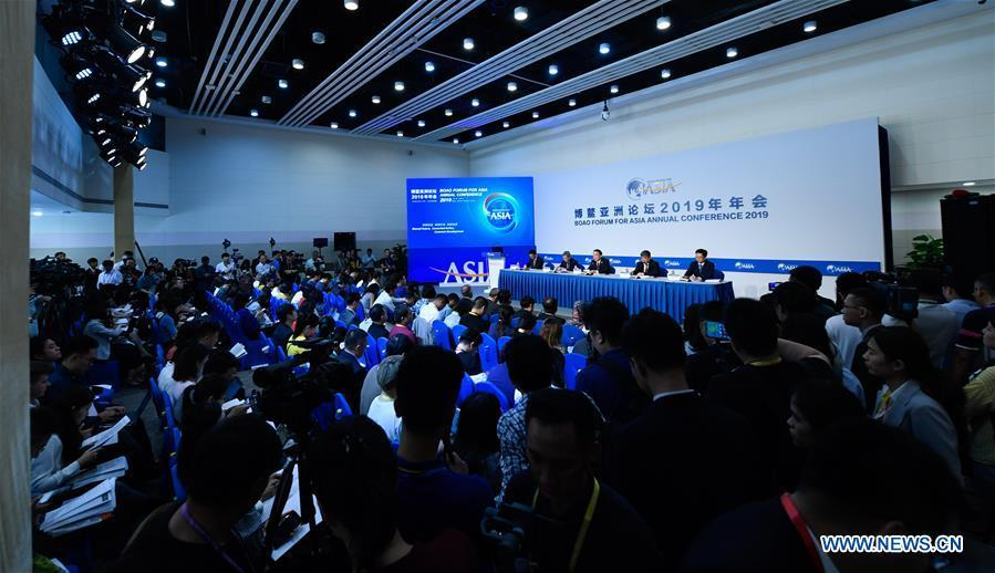 A press conference for the Boao Forum for Asia (BFA) annual conference and BFA flagship reports is held in Boao, south China\'s Hainan Province, March 26, 2019. (Xinhua/Yang Guanyu)