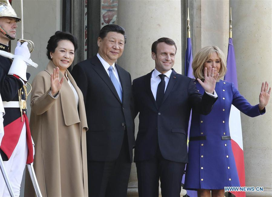 Chinese President Xi Jinping (C) and his wife Peng Liyuan (4th R) pose for a group photo with French President Emmanuel Macron (2nd R) and his wife Brigitte Macron at a see-off ceremony in Paris March 26, 2019. Xi Jinping on Tuesday ended his state visit to France. (Xinhua/Ding Lin)
