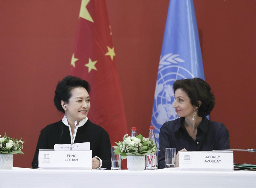 Peng Liyuan(L), wife of Chinese President Xi Jinping, and UNESCO special envoy for the advancement of girls\' and women\'s education, attends the special session on girls\' and women\'s education in Paris, France, March 26, 2019. (Xinhua/Ding Lin)