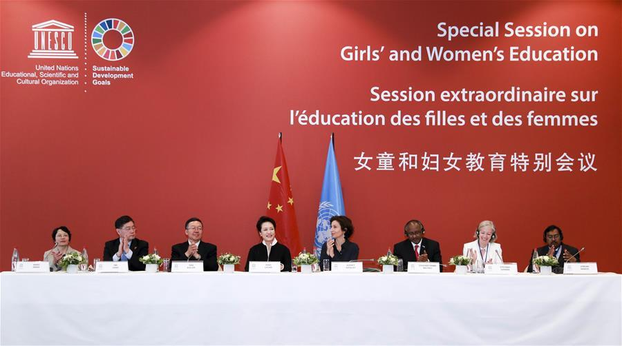 Peng Liyuan(4th L), wife of Chinese President Xi Jinping, and UNESCO special envoy for the advancement of girls\' and women\'s education, attends the special session on girls\' and women\'s education in Paris, France, March 26, 2019. (Xinhua/Ding Lin)