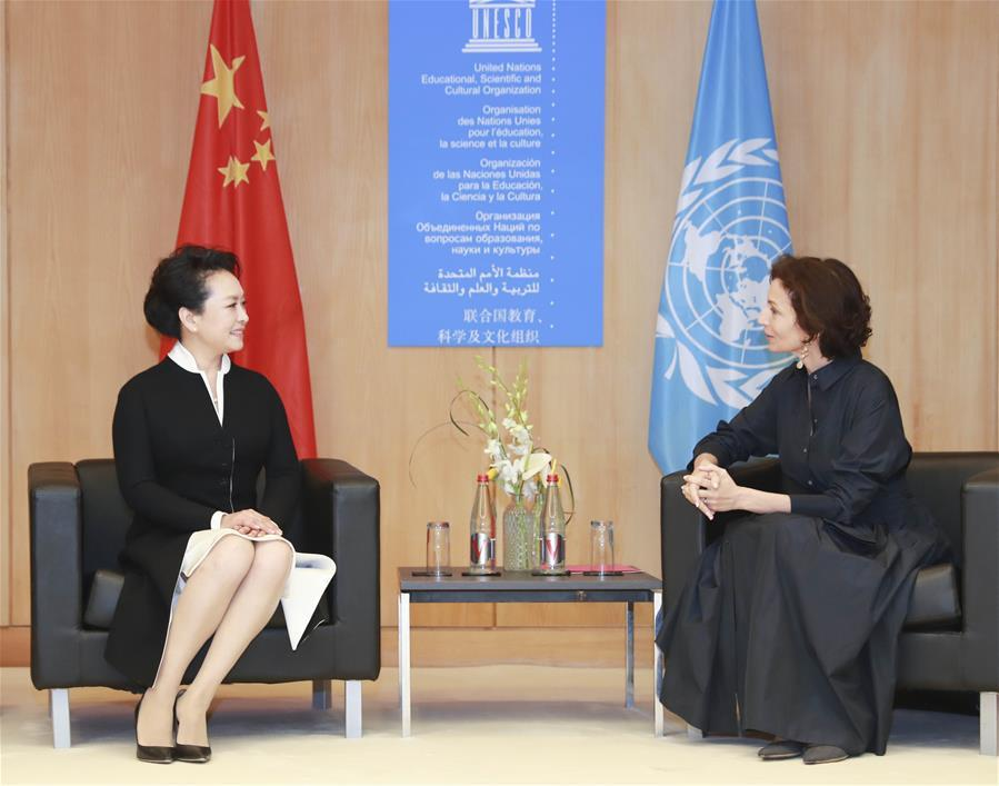 Peng Liyuan(L), wife of Chinese President Xi Jinping, and UNESCO special envoy for the advancement of girls\' and women\'s education, meets with UNESCO\'s Director-General Audrey Azoulay before the special session on girls\' and women\'s education in Paris, France, March 26, 2019. (Xinhua/Ding Lin)