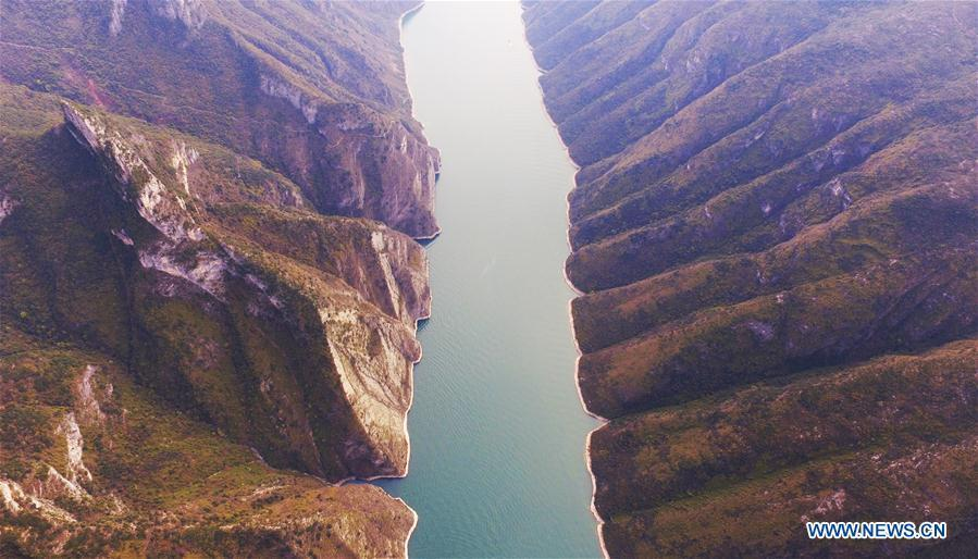 Photo taken on March 26, 2019 shows a view of the Wuxia Gorge, one of the Three Gorges on the Yangtze River, in Wushan County, southwest China\'s Chongqing Municipality. (Xinhua/Wang Quanchao)