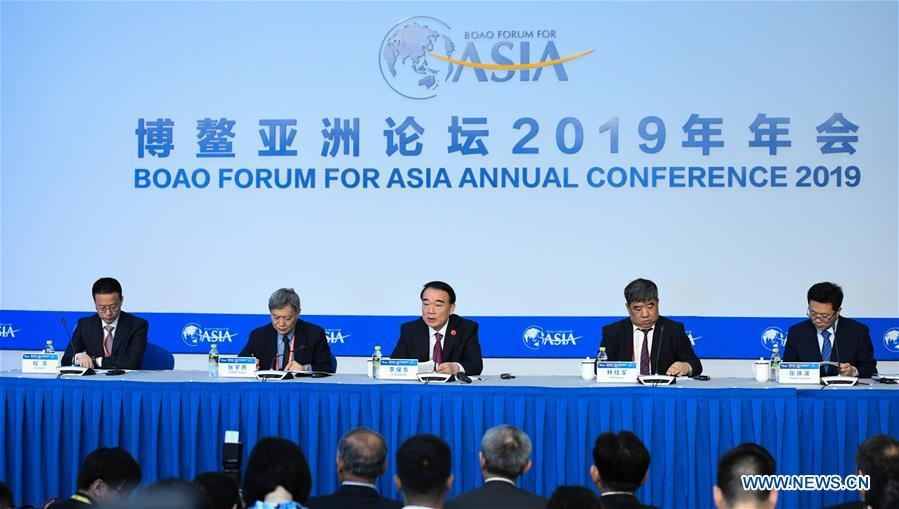 The Boao Forum for Asia (BFA) Secretary General Li Baodong (C) speaks at a press conference of the BFA annual conference in Boao, south China\'s Hainan Province, March 26, 2019. (Xinhua/Yang Guanyu)