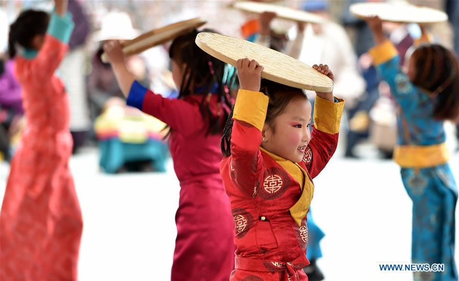 Children dance to celebrate the 60th anniversary of democratic reforms in Tibet, at a community in Lhasa, capital of southwest China\'s Tibet Autonomous Region, March 23, 2019. (Xinhua/Chogo)