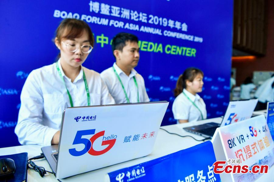 China Telecom showcases its 5G service at the media center of the Boao Forum for Asia annual conference in Boao, Hainan Province, March 26, 2019. China Telecom showcased its 5G service at the media center, allowing 4K ultra-high-definition reports from the event, being held from March 26 to 29. Boao is one of two places in the island province where China Telecom is testing the 5G service. (Photo: China News Service/Luo Yunfei)
