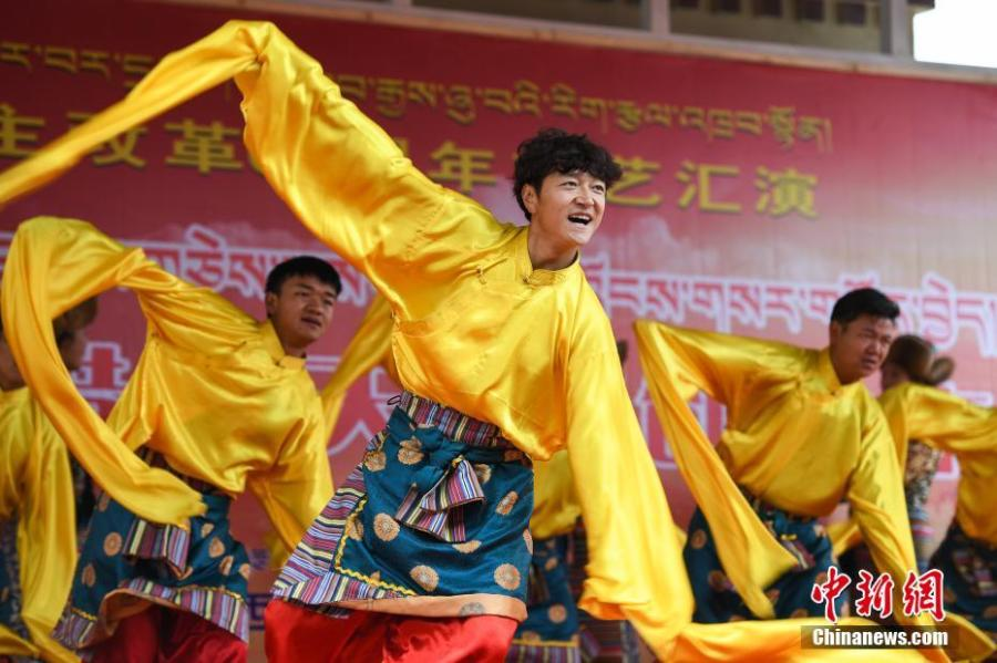 A performance marks the 60th anniversary of democratic reform in Lhasa, Southwest China\'s Tibet Autonomous Region, March 27, 2019. Various events, such as the flag-raising ceremony, performances and photo exhibitions to highlight the strides made in six decades, have been held across many areas in the autonomous region.  Thursday marks the 60th anniversary of democratic reform that abolished ruthless theocracy and serfdom, and established a socialist system that has seen booming economic, political, religious, cultural and social development on the plateau. (Photo: China News Service/He Penglei)