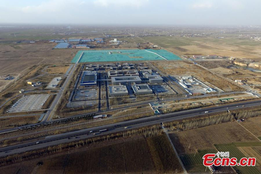 A public services center is the first construction project in Xiongan New Area since the new economic zone was established in 2017. In April 2017, China announced the establishment of the Xiongan New Area, spanning three counties in Hebei Province about 100 km southwest of Beijing. Many of Beijing\'s non-capital functions, as well as some of its population, will be relocated to Xiongan. (Photo: China News Service/Han Bing)