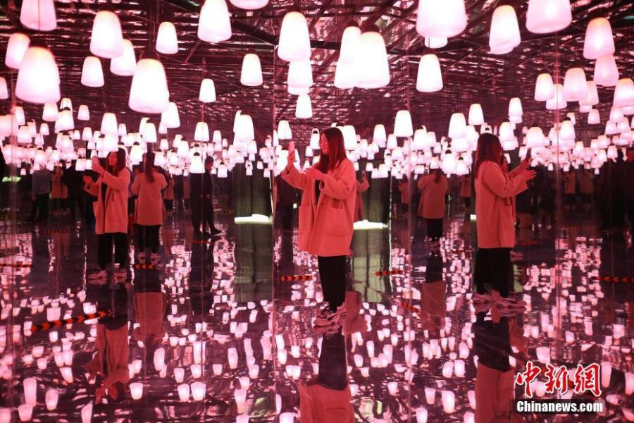 A visitor takes photos at the exhibition Traversing Through Fantasy held in Changzhou, East China\'s Jiangsu province, March 27, 2019. (Photo: China News Service/Yang Bo)