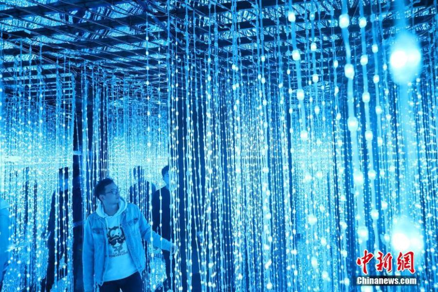 The exhibition Traversing Through Fantasy is held in Changzhou, East China\'s Jiangsu province, March 27, 2019.