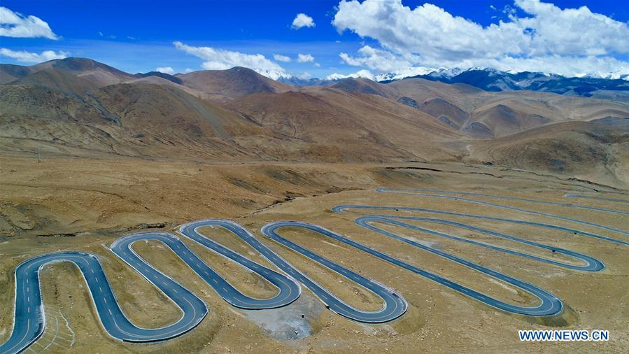 Aerial photo taken on May 18, 2017 shows a zigzag asphalt road leading to Mount Qomolangma in southwest China\'s Tibet Autonomous Region. Infrastructure has been improved in Tibet, as a comprehensive transportation network composed of highways, railways and air routes has been formed. (Xinhua/Purbu Zhaxi)