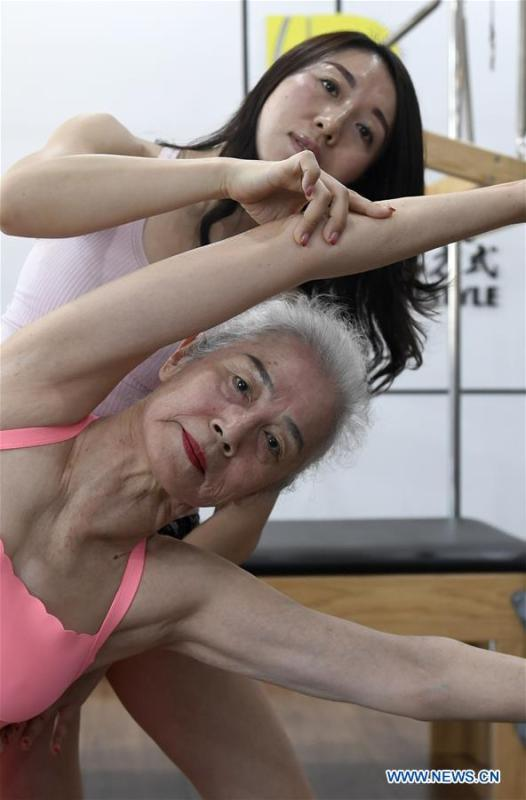 Bai Jinqin (front), a 74-year-old bodybuilding adept, exercises at a gym in north China\'s Tianjin, March 13, 2019. Bai has kept exercising for 14 years. After finishing her housework, Bai likes to spend one hour every day at the gym to build her body. The hobby has rewarded her with good physique and energy. (Xinhua/Yue Yuewei)