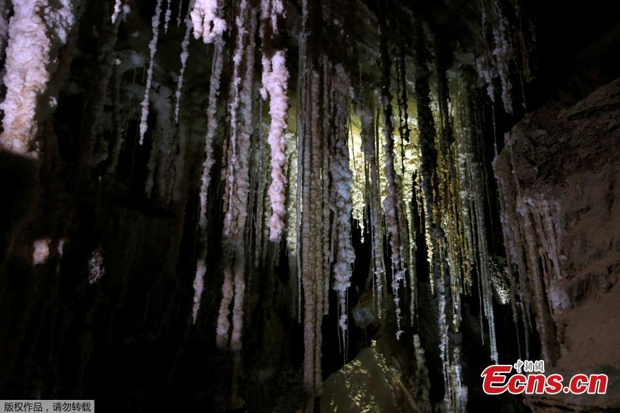 Salt stalactites are seen inside the Malham Cave, which Israeli researchers say is the world\'s longest salt cave, in Mount Sodom near the Dead Sea, Israel, March 27, 2019. (Photo/Agencies)
