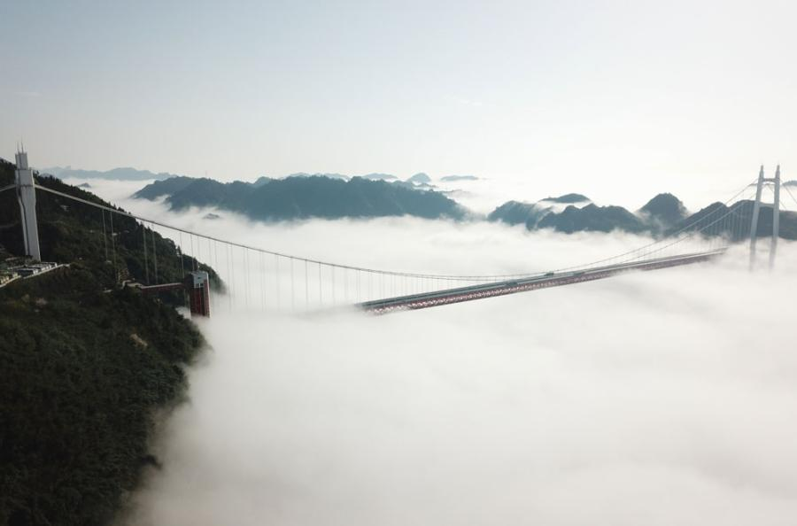 An aerial photo shows the cloudy Aizhai Bridge, a suspension bridge on the Baotou-Maoming Expressway in Jishou city, Hunan Province.  (Photo/chinadaily.com.cn)