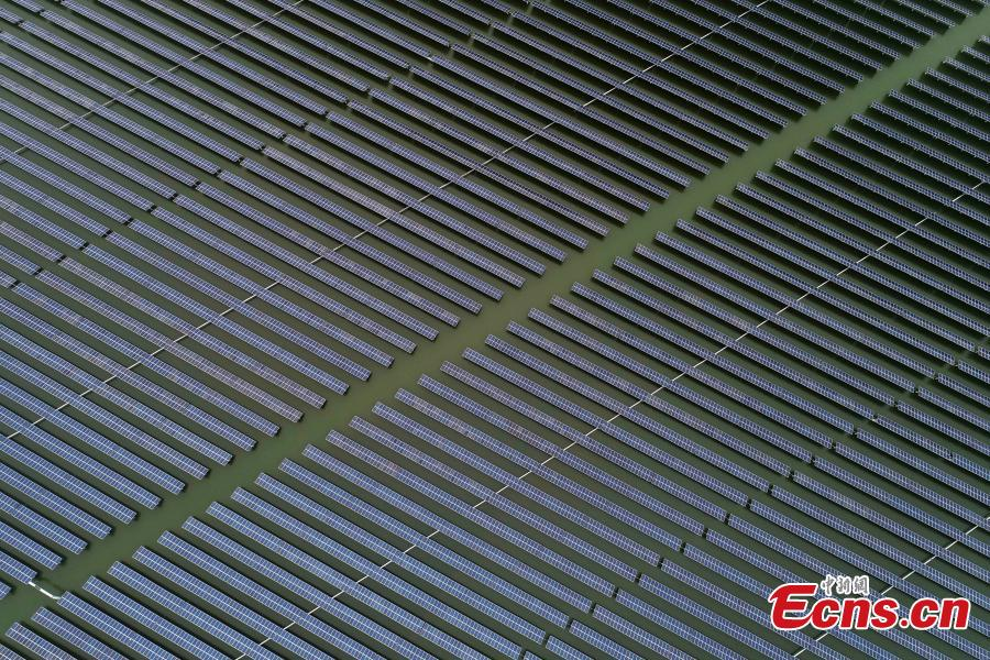 Lines of solar panels in Liangyuan Town, Hefei City, East China\'s Anhui Province, March 28, 2019.  The solar panels, installed in a reservoir, cover an area of 160 hectares and generated 110 million kWh of electricity in 2018. Since 2015, the solar park in the water has generated 4 million yuan($590,000)--worth of economic benefits for local farmers. (Photo: China News Service/Zhang Dagang)