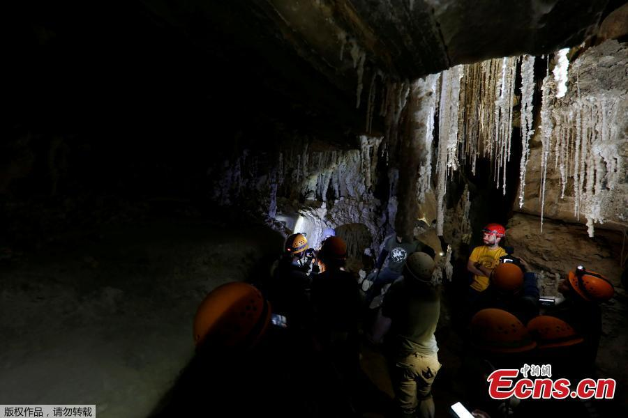Members of the media are seen during a tour inside the Malham Cave, which Israeli researchers say is the world\'s longest salt cave, in Mount Sodom near the Dead Sea, Israel, March 27, 2019. (Photo/Agencies)