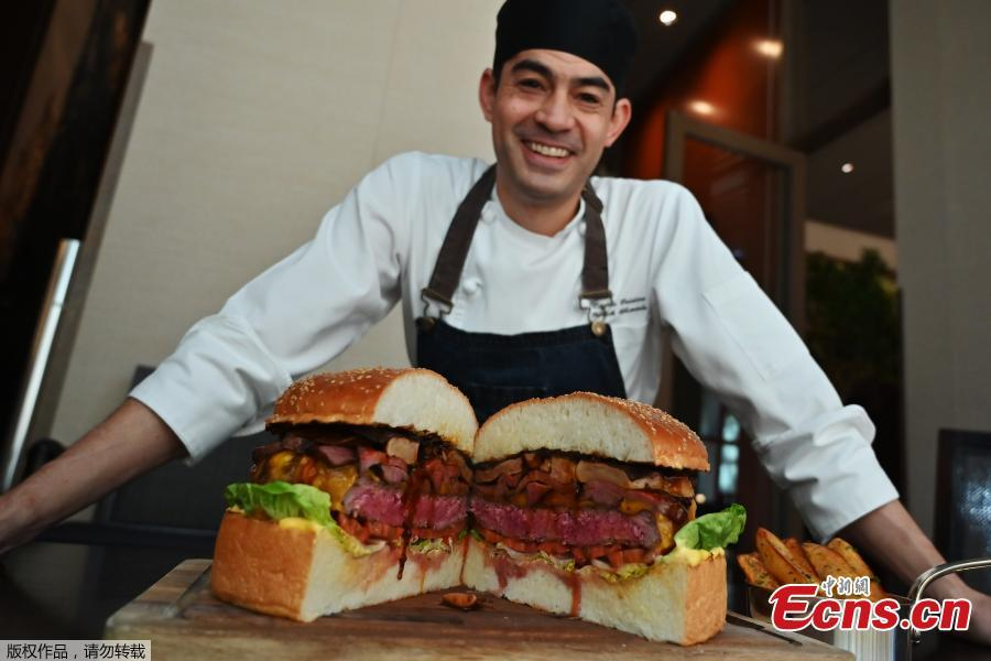 Chef Patrick Shimada\'s giant burger to celebrate the new emperor weighs 3kg and costs US$900.