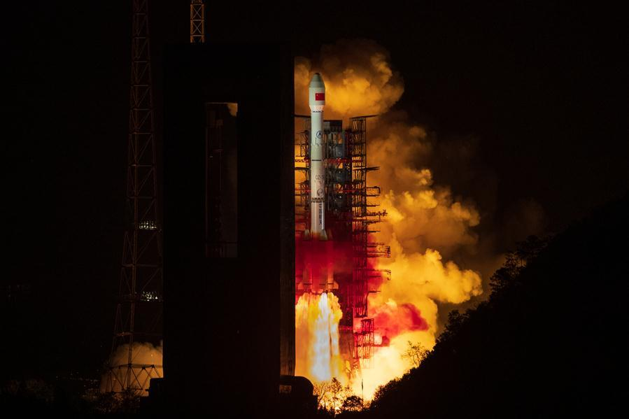 The Tianlian II-01 satellite is launched by a Long March-3B carrier rocket at the Xichang Satellite Launch Center in southwest China\'s Sichuan Province, on March 31, 2019. China sent the new data relay satellite into orbit from the Xichang Satellite Launch Center late Sunday night. The Tianlian II-01 satellite was launched at 11:51 p.m. Beijing Time by a Long March-3B carrier rocket. As the first satellite to constitute China\'s second-generation data relay satellite network, the Tianlian II-01 will provide data relay, measurement and control, transmission services for manned spacecraft, satellites, carrier rockets and other non-spacecraft users. (Xinhua/Guo Wenbin)