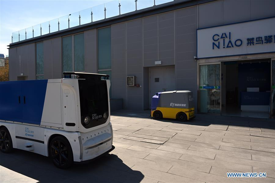 An unmanned express delivery vehicle runs to a Cainiao Network Station in Xiongan New Area, north China\'s Hebei Province on March 31, 2019. The unmanned express delivery vehicle, independently researched and developed by Cainiao Network, Alibaba\'s logistics arm, was recently put into service at Xiongan citizen service center. The new energy vehicle can convey about 200 small packages at one time from delivery station to intelligent cabinet. (Xinhua/Jin Liangkuai)