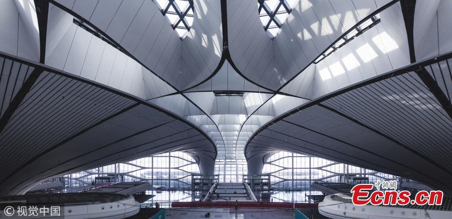 An inside view of the Beijing Daxing International Airport, which will be put into operation before September 30. The new airport sits at the junction of Beijing\'s southern Daxing District and Langfang, a city in Hebei Province. It is expected to handle 45 million passengers annually by 2021 and 72 million by 2025. (Photo/VCG)