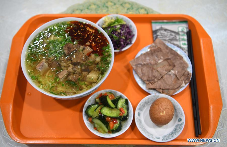 Photo taken on April 2, 2019 shows a beef noodle set at a beef noodle restaurant in Lanzhou, capital of northwest China\'s Gansu Province. Lanzhou beef noodles, a Chinese hand-pulled noodle originated in Lanzhou, has a history of about 100 years. There are about ten types of noodles of different width and shapes, depending on noodle chefs\' pulling skills. It has won fame both at home and abroad with its speciality of noodles and soup recipe. (Xinhua/Fan Peishen)