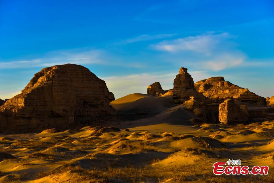 A view of the unique Yadan landforms in the Moguicheng (Monster City) scenic spot at Dunhuang City, Northwest China\'s Gansu Province, in April 2019. Photography lovers flock to scenic area take photos of the dry landscape eroded by wind. (Photo: China News Service/Wang Binyin)