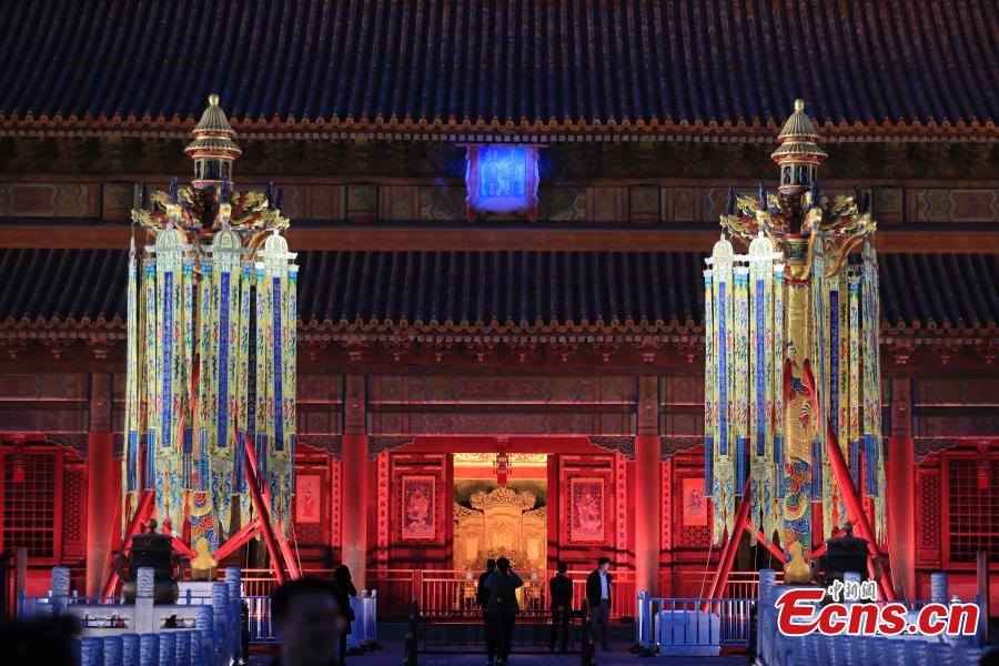 A charity auction of copies of historical royal lanterns at the Palace Museum, April 2, 2019. The Palace Museum raised 20.05 million yuan ($2.98 million) after auctioning off of a pair of historically accurate Heavenly Lanterns (tian deng), a pair of Longevity Lanterns (wanshou deng) and five pairs of smaller royal lanterns. The lanterns were accurate copies based on archives from the Qing Dynasty (1644-1911) and used at the museum\'s special exhibition for this year\'s Spring Festival. The money raised from the auction will be used to sponsor education and cultural programs in impoverished regions. (Photo: China News Service/Du Yang)