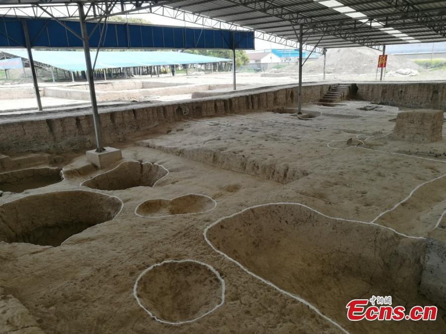 A view of an excavation at the Huangsipu ruins in Yangshe Town, Zhangjiagang City, Jiangsu Province, April 2, 2019. Archaeologists have agreed the ruins are where Jianzhen, a Buddhist monk in the Tang Dynasty (618-907), set off to visit Japan in his sixth, and also final, attempt to do so. Nanjing Museum has organized six excavations at the site since 2008, discovering remains of a bridge, a house and a well dating back to the Tang and Song dynasties. Huangsipu is considered to have been an important port on the lower reaches of the Yangtze River. (Photo: China News Service/Zhong Sheng)
