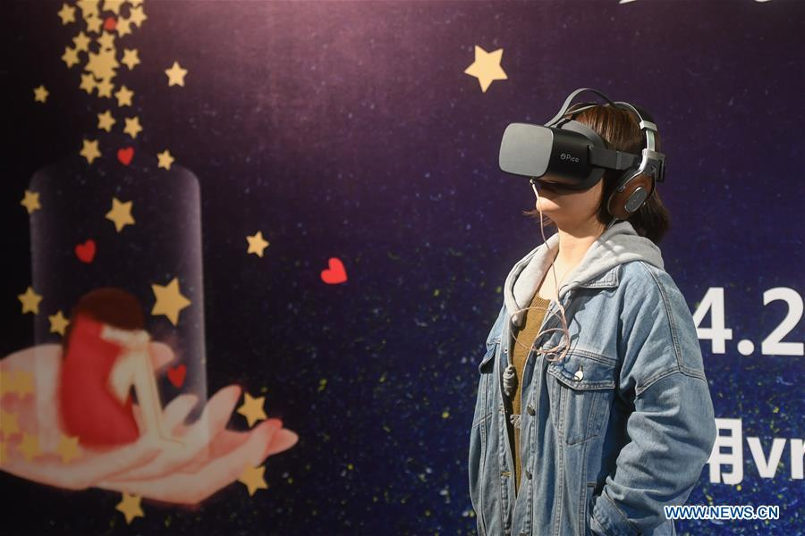 A woman tries on a VR headset that simulates the life of people with Autism Spectrum Disorder (ASD) in Hangzhou, east China\'s Zhejiang Province, April 2, 2019, the World Autism Awareness Day. World Autism Awareness Day on April 2 every year is designated to encourage member states of the United Nations to take measures to raise awareness about people with ASD throughout the world. (Xinhua/Huang Zongzhi)