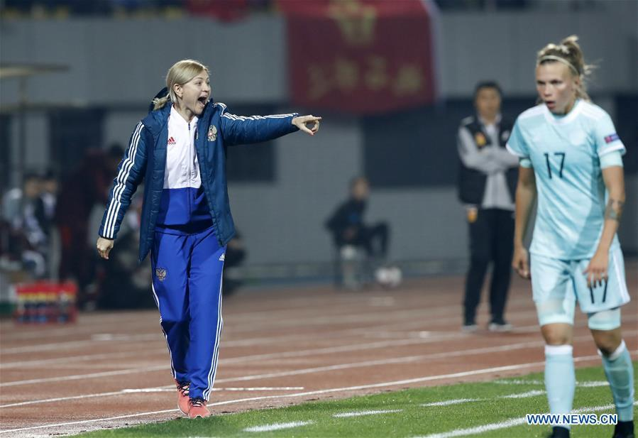 Russian women\'s national football team coach Elena Fomina (L) reacts during the match between China and Russia at the 2019 International Women\'s Football Tournament in Wuhan, central China\'s Hubei Province, April 4, 2019. China won 4-1. (Xinhua/Ding Xu)