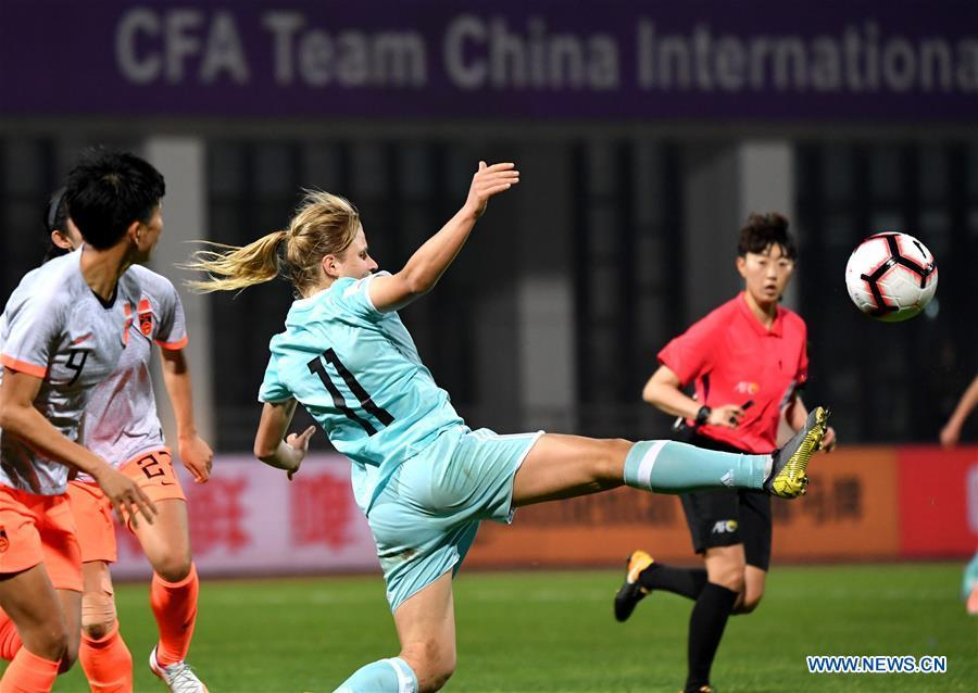 Fedorova (C) of Russia competes during the match between China and Russia at the 2019 International Women\'s Football Tournament in Wuhan, central China\'s Hubei Province, April 4, 2019. China won 4-1. (Xinhua/Cheng Min)