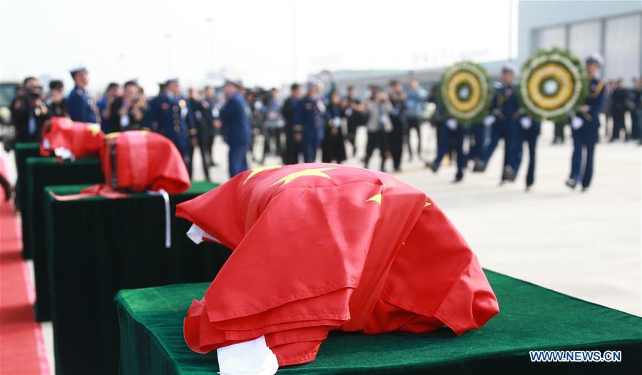The remains of Xu Penglong, Zhao Yongyi, Zhang Shuai and Kang Rongzhen, martyrs who died while fighting a forest fire in southwest China\'s Sichuan Province, are taken back to their hometown in Linyi, east China\'s Shandong Province, April 5, 2019. (Xinhua/Yin Zhaogong)