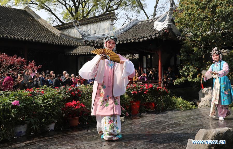 Artists perform China\'s Kunqu opera \