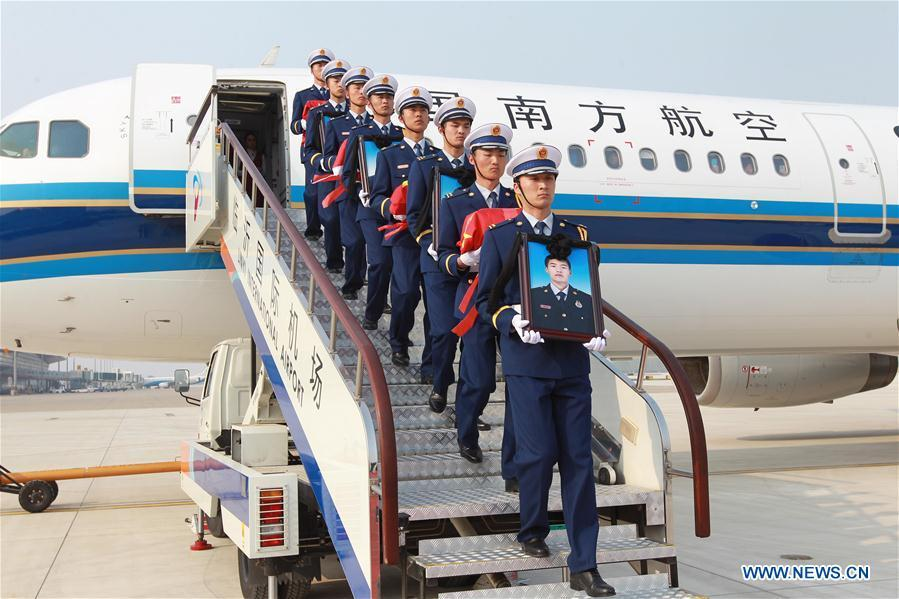 The remains of Xu Penglong, Zhao Yongyi, Zhang Shuai and Kang Rongzhen, martyrs who died while fighting a forest fire in southwest China\'s Sichuan Province, are taken back to their hometown in Linyi, east China\'s Shandong Province, April 5, 2019. (Xinhua/Zhu Wutao)