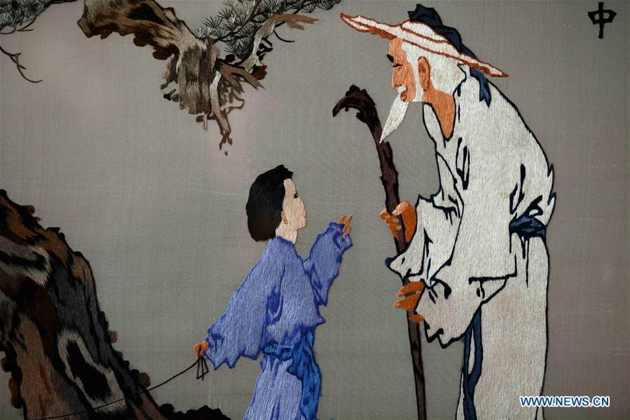 Photo taken on April 4, 2019 shows part of an embroidery work by craftswoman Liu Yuxia in Shijiazhuang, north China\'s Hebei Province, April 4, 2019. Liu Yuxia is an inheritor of Xu embroidery, which was listed as one of Shijiazhuang\'s intangible cultural heritages in 2018. Based on traditional Chinese embroidery skills, her works of unique style present the integration of Chinese and western painting techniques and photography. (Xinhua/Chen Qibao)