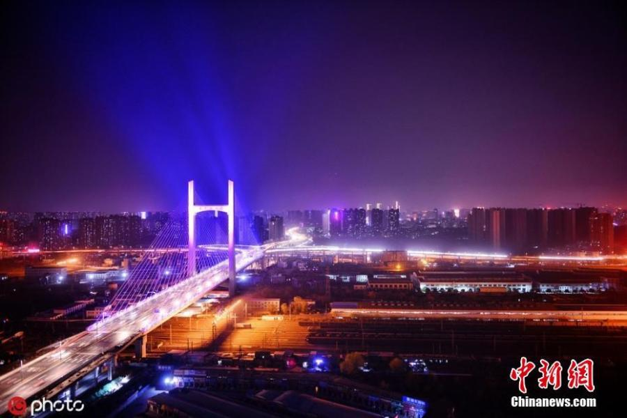 A light show on a newly-opened bridge on Nongye Road in Zhengzhou City, Henan Province. The bridge was illuminated in six colours to create amazing visual effects. (Photo/IC).