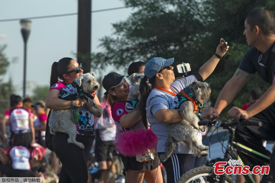 A woman makes a selfie at the end of the Dog & Human Race Monterrey 2019, in order to foster coexistence with pets in Monterrey, Mexico, on April 7, 2019. (Photo/Agencies)