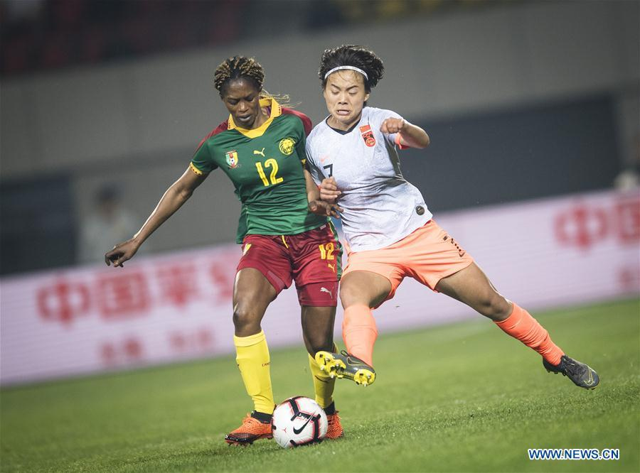 Claudine Meffometou (L) of Cameroon vies with Wang Shuang of China during the final match between China and Cameroon at the 2019 International Women\'s Football Tournament in Wuhan, central China\'s Hubei Province, April 7, 2019. China won 1-0. (Xinhua/Xiao Yijiu)