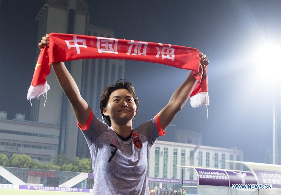 Wang Shuang of China greets spectators after the final match between China and Cameroon at the 2019 International Women\'s Football Tournament in Wuhan, central China\'s Hubei Province, April 7, 2019. (Xinhua/Xiao Yijiu)